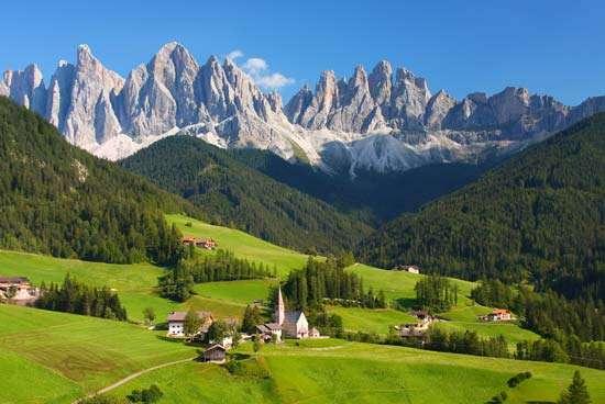 Dolomites Di Italia Jadi Favoritnya Para Penikmat Olahraga Ski