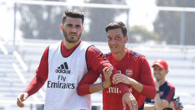 Ozil dan Sead Kolasinac menjadi korban perampokan pria bersenjata tajam saat pulang dari tour pramusim yang dijalani oleh Arsenal